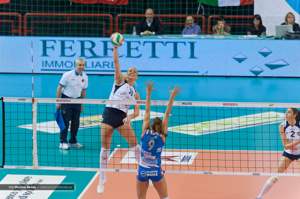 Attacco volley femminile